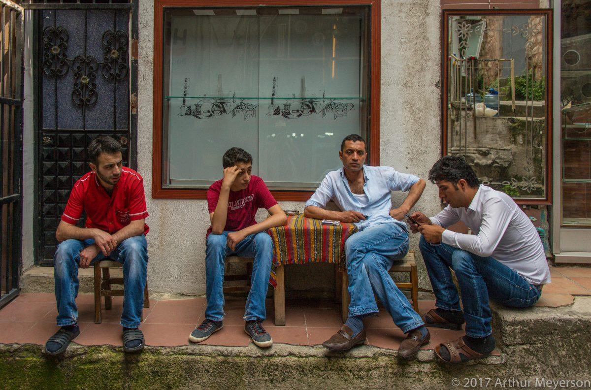 Sidewalk Conversation, Istanbul