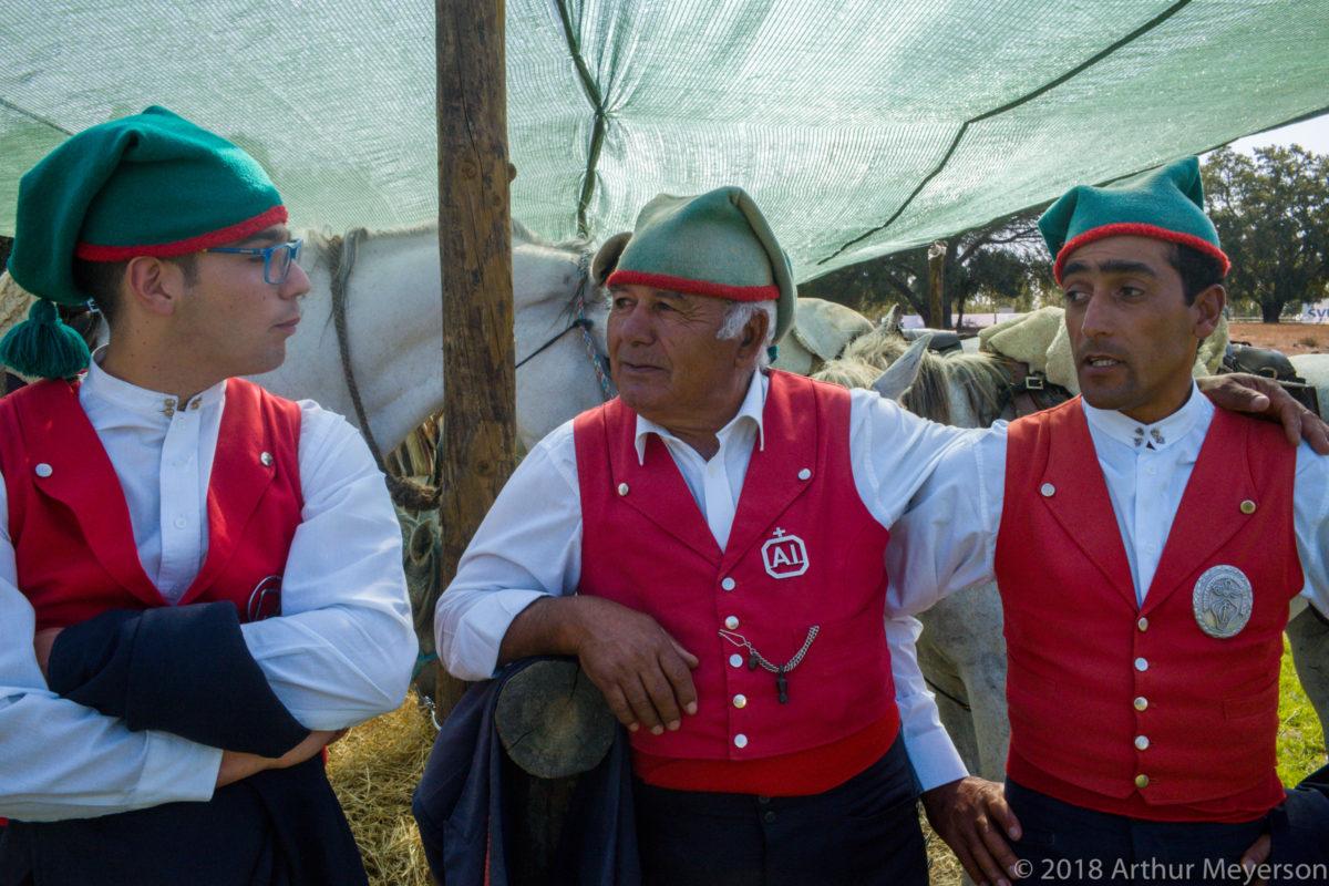 3 Men in Costume, Feiro do Campo
